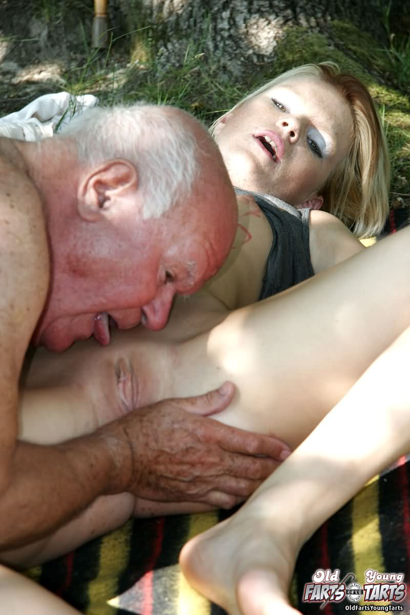 Girl seducing old man porn